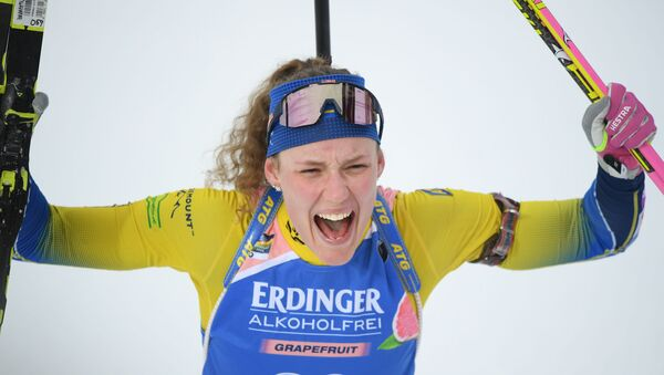 Ханна Эберг (Швеция) после финиша индивидуальной гонки среди женщин на чемпионате мира по биатлону в шведском Эстерсунде. - Sputnik Латвия