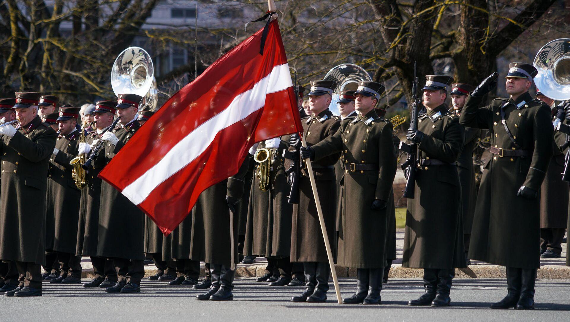 Солдаты роты почетного караула штабного батальона Национальных вооруженных сил Латвии - Sputnik Латвия, 1920, 12.04.2021