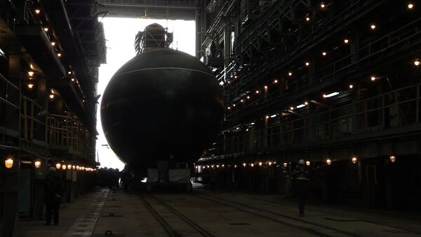 Кадры спуска на воду первой подлодки для Тихоокеанского флота РФ - Sputnik Латвия