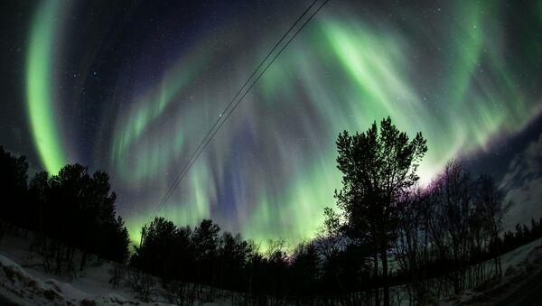 Северное сияние в окрестностях реки Ура Мурманской области - Sputnik Латвия