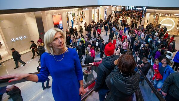 Первый день работы торгового центра Akropole в Риге - Sputnik Латвия