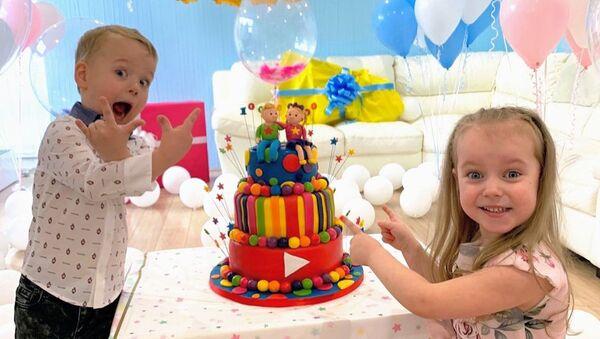 Выходцы из Латвии Алекс и Габи, герои YouTube-канала Toys and Little Gaby, №1 в Британии - Sputnik Латвия