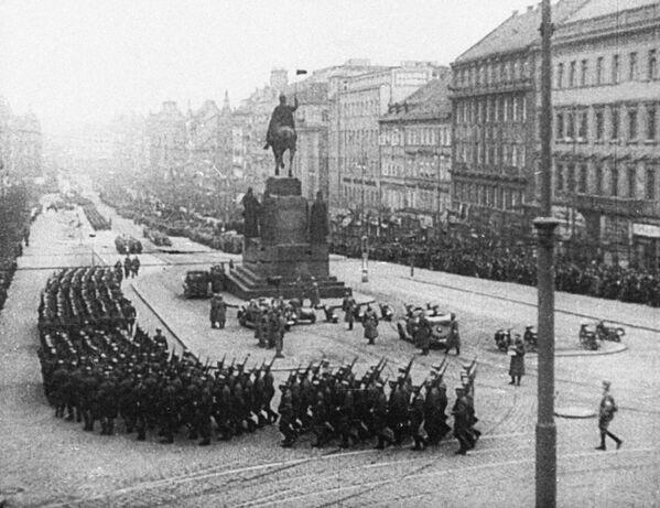 Гитлеровские войска на Вацлавской площади Праги, 1939 год - Sputnik Латвия