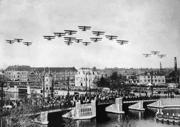 Самолеты в небе над Нидерландами во время Второй мировой войны, 1939 год - Sputnik Латвия