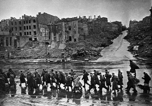 Освобождение Киева от фашистских захватчиков, взорванный Крещатик в 1943 год - Sputnik Латвия