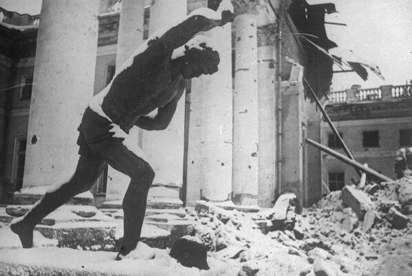 Развалины Александровского дворца в городе Пушкине, 1941-1945 года - Sputnik Латвия