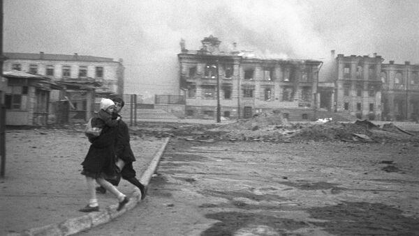 На Вокзальной площади Сталинграда во время налета немецкой авиации во время Великой Отечественной войны, 1942 год - Sputnik Latvija