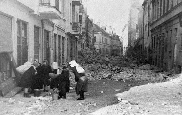 Район cтарого города Риги после ухода фашистов, 1944 год - Sputnik Латвия