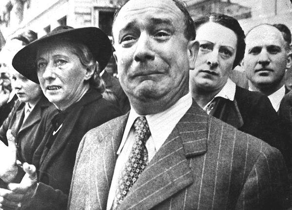Французы в Марселе во время оккупации, 1941 год  - Sputnik Латвия