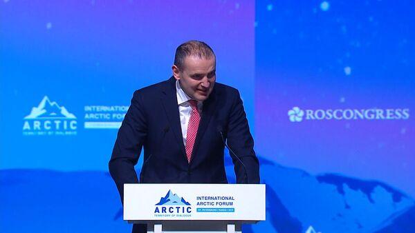 Президент Исландии говорит по-русски - видео - Sputnik Латвия