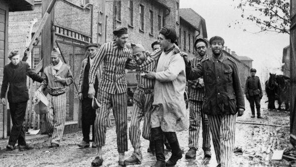 Освобождение советскими войсками узников немецко-фашистского концлагеря Аушвиц-Биркенау - Освенцим - Sputnik Латвия