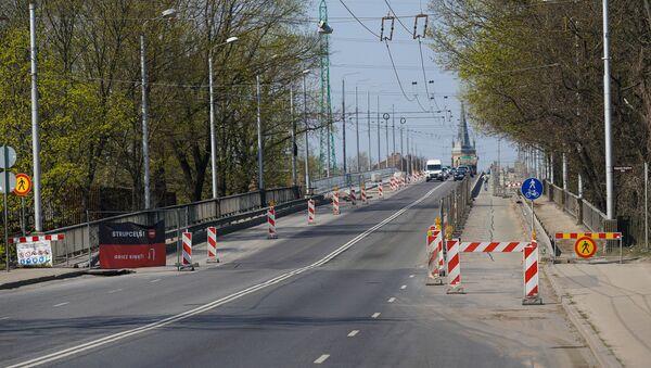 Ремонтные работы на аварийном мосту на улице Деглава в Риге - Sputnik Latvija