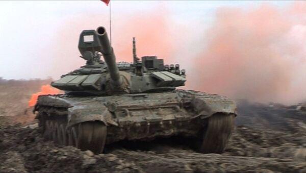 Окружной этап учений Танковый биатлон-2016 - Sputnik Латвия