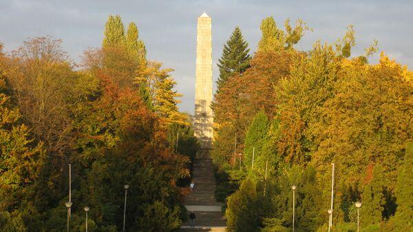 Piemineklis par godu Padomju Armijas karavīriem - Sputnik Latvija