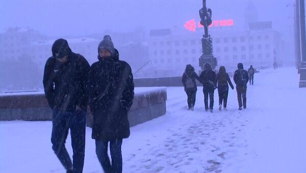 Под конец апреля в Екатеринбурге выпал снег - Sputnik Латвия