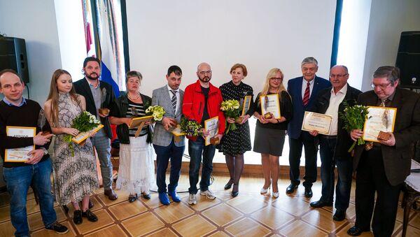 Победители конкурса посольства России в Латвии среди журналистов Янтарное перо - 2018 - Sputnik Латвия