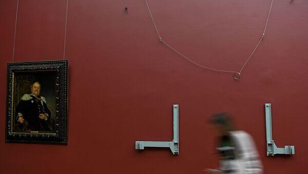 Место, где висела  картина И. Репина Иван Грозный и сын его Иван 16 ноября 1581 года, поврежденная Игорем Подпориным в Третьяковской галерее. - Sputnik Латвия
