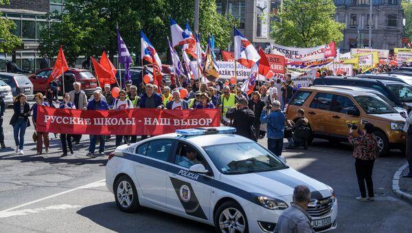 Акция Русского союза Латвии в защиту русских школ в Риге 1 мая 2019 года - Sputnik Латвия