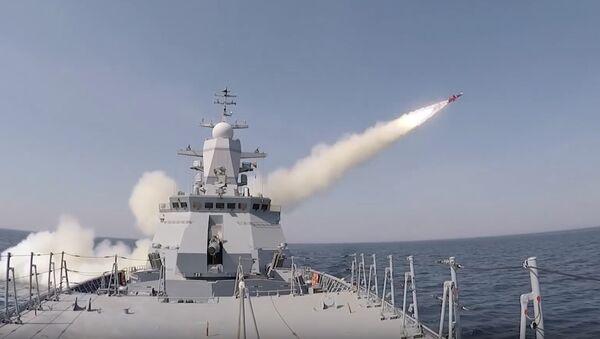 Учебно-боевые пуски противокорабельных ракет Уран корветом Стойкий - Sputnik Латвия
