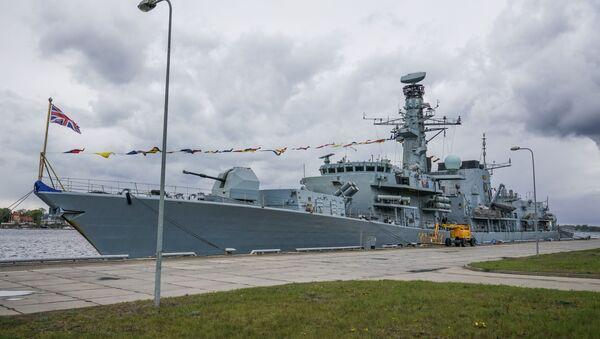Английский фрегат HMS Westminster в рижском порту - Sputnik Latvija