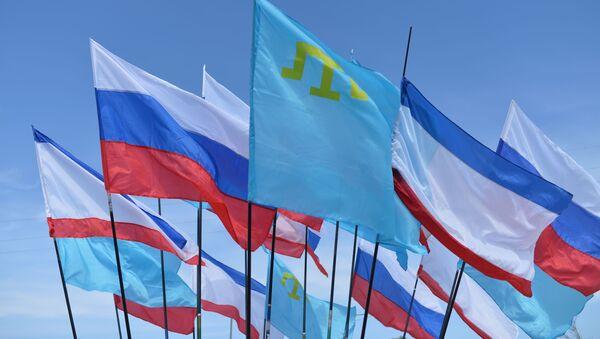 Флаги Российской Федерации, Республики Крым и крымских татар - Sputnik Latvija