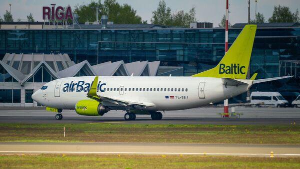 Самолет Boeing 737-36Q авиакомпании airBaltic в аэропорту Рига - Sputnik Latvija