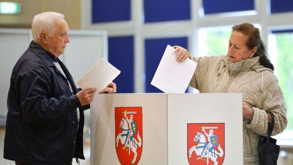 Выборы президента и два референдума проходят в Литве - Sputnik Латвия