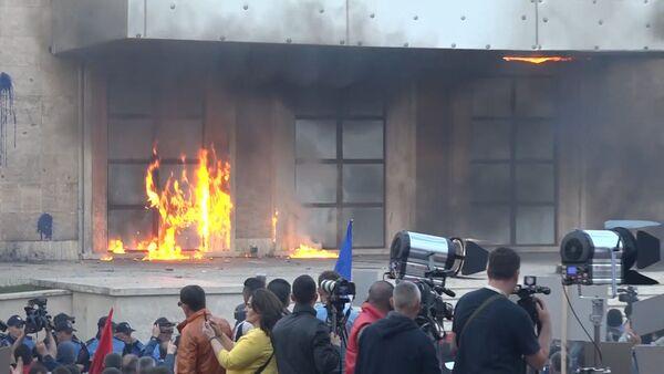 В Албании произошли столкновения в ходе антиправительственных протестов - Sputnik Латвия
