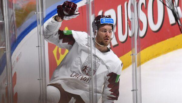 Микс Индрашис празднует гол, забитый в ворота Чехии - Sputnik Латвия