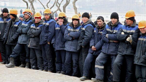 Трудовые мигранты, работающие на стройках. Архивное фото - Sputnik Латвия