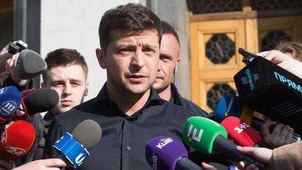 Брифинг избранного президента Украины В. Зеленского - Sputnik Latvija