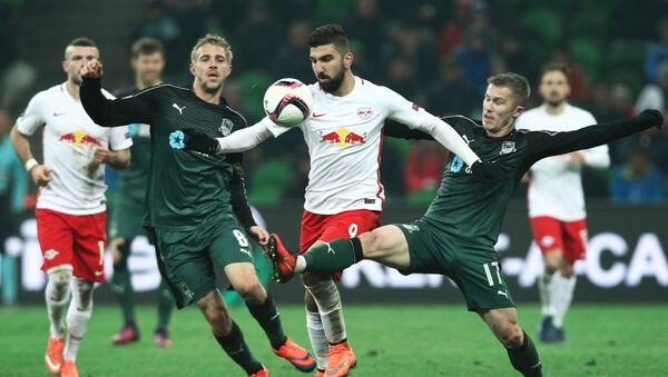 Игрок ФК Зальцбург Мунас Даббур (в центре) - Sputnik Латвия