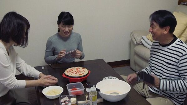 Семья напрокат для одинокого японца - Sputnik Latvija