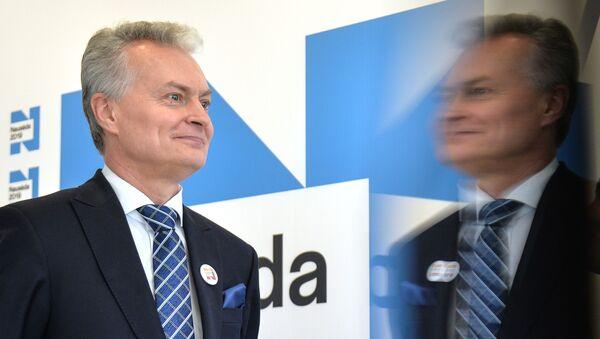 Выборы президента и два референдума проходят в Литве - Sputnik Latvija