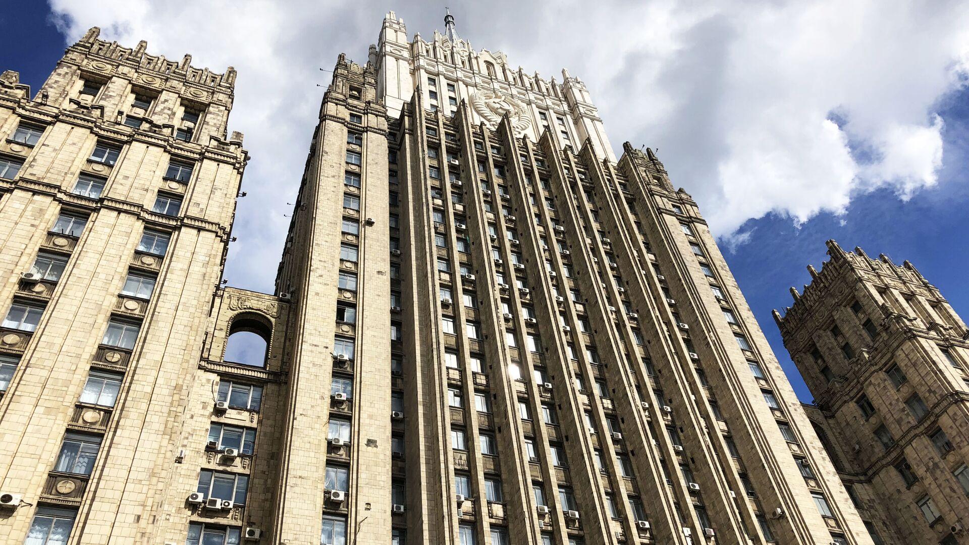 Здание министерства иностранных дел РФ на Смоленской-Сенной площади в Москве - Sputnik Латвия, 1920, 07.07.2021