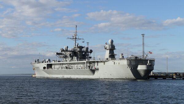Флагманский корабль шестого флота США Mount Whitney в порту Таллина - Sputnik Latvija