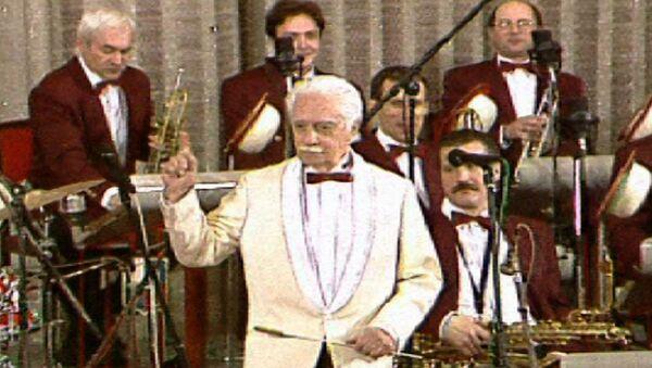Легенда российского джаза Олег Лундстрем и его оркестр. Архивные кадры - Sputnik Latvija