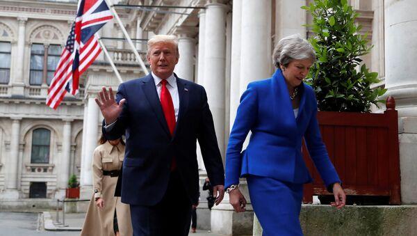 Премьер-министр Великобритании Тереза Мэй и президент США Дональд Трамп - Sputnik Latvija