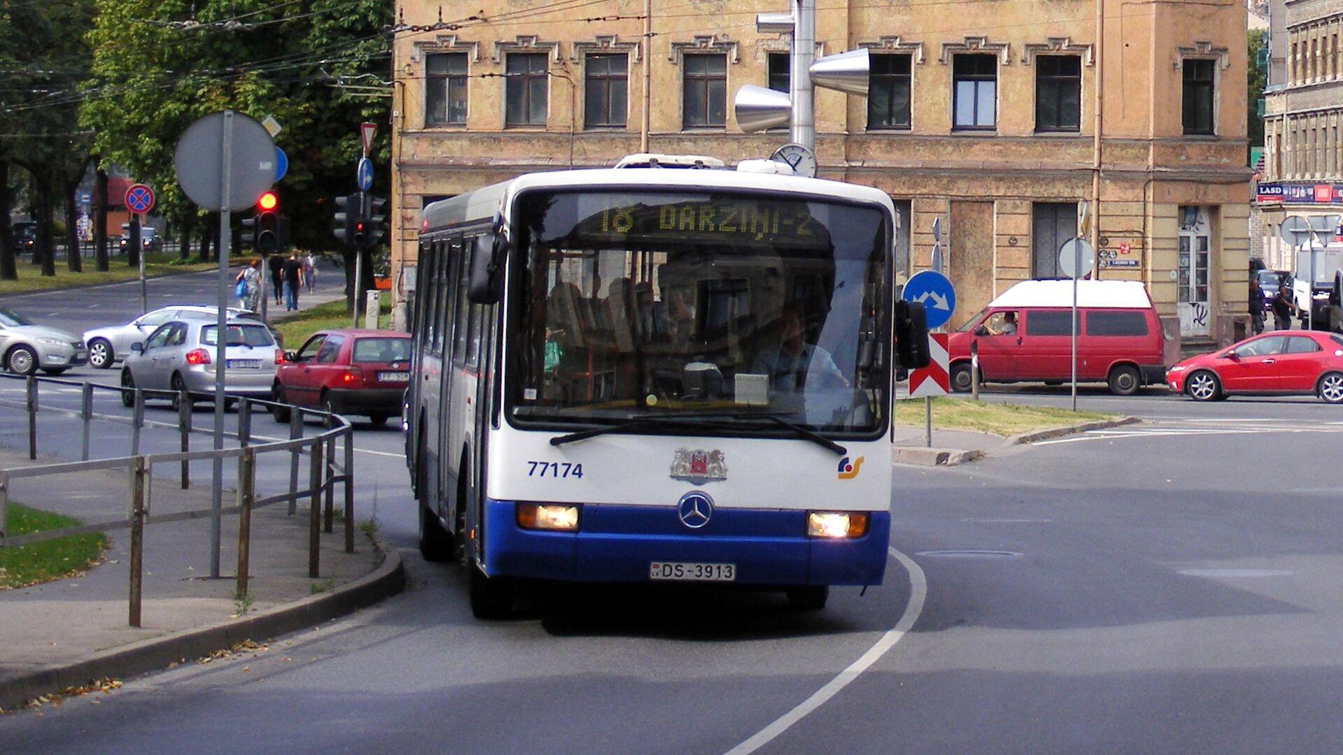 Автобус в Риге - Sputnik Латвия, 1920, 12.09.2021