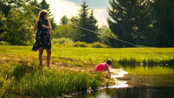 Дети на пруду - Sputnik Латвия