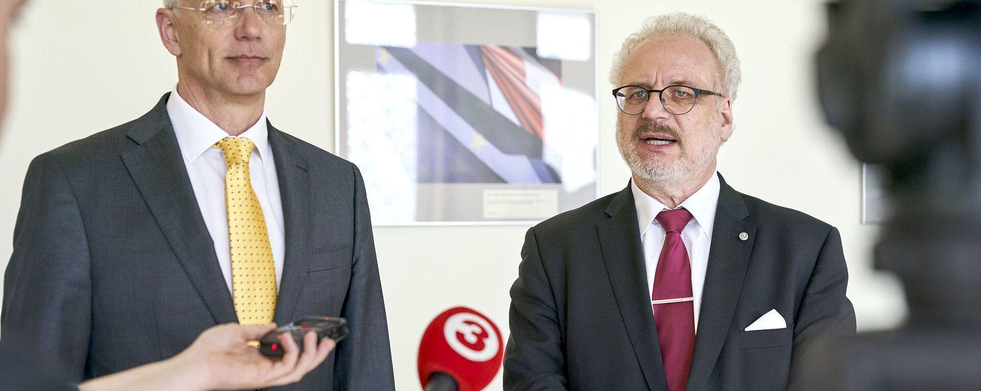 Премьер-министр Латвии Кришьянис Кариньш и президент Латвии Эгилс Левитс - Sputnik Латвия, 1920, 01.03.2021