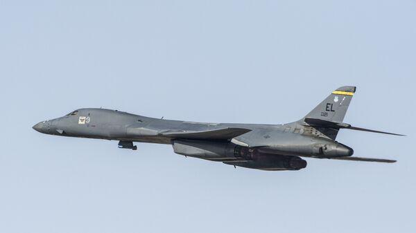 Стратегический бомбардировщик ВВС США B-1 - Sputnik Latvija