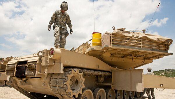 Танк-наводчик армии США  M1A1 Abrams - Sputnik Latvija