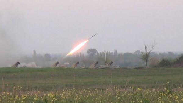 Ракетные установки Азербайджана ударили по Нагорному Карабаху. Кадры обстрела - Sputnik Латвия