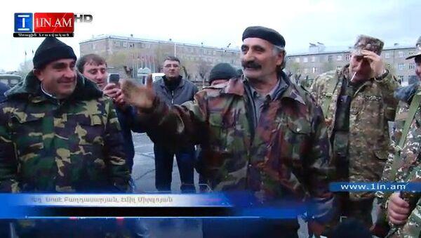Добровольцы Союза Еркрапа отправляются на передовую - Sputnik Латвия