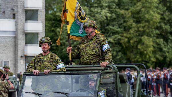 Боевая техника на параде в честь Дня победы на Певческом поле в Таллинне - Sputnik Latvija