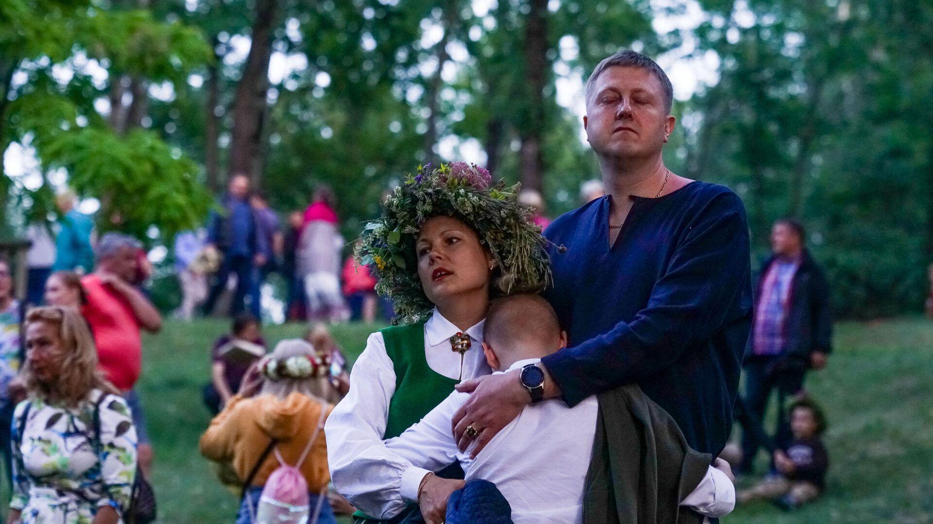 Жители Риги и гости столицы собрались на Кукушкиной горе для празднования Лиго - Sputnik Латвия, 1920, 23.06.2021
