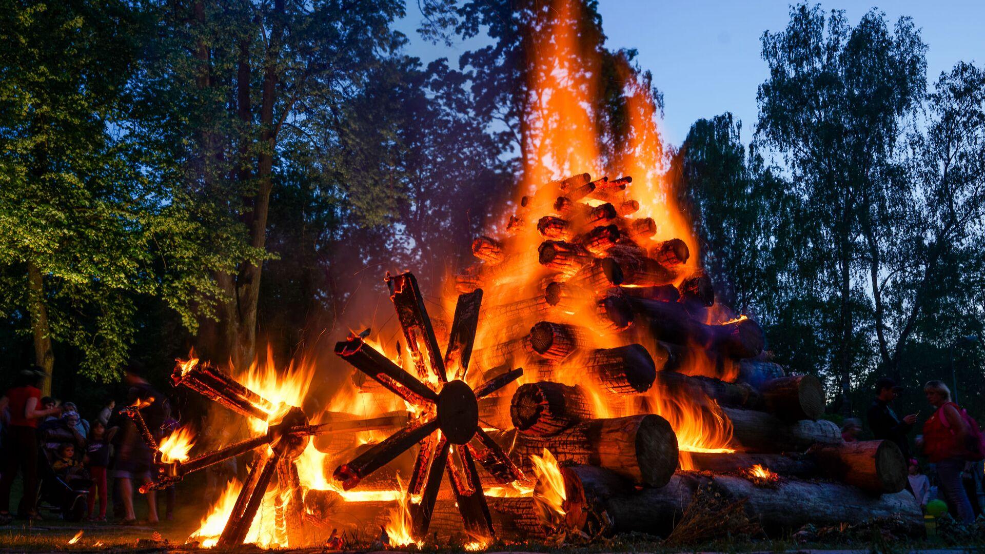 Жители Риги и гости столицы собрались на Кукушкиной горе для празднования Лиго - Sputnik Латвия, 1920, 22.06.2021