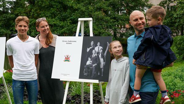 На Встрече латвийских семей были представлены фамильные гербы - Sputnik Латвия