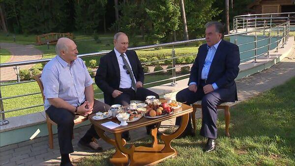 Чаепитие на троих - Sputnik Латвия